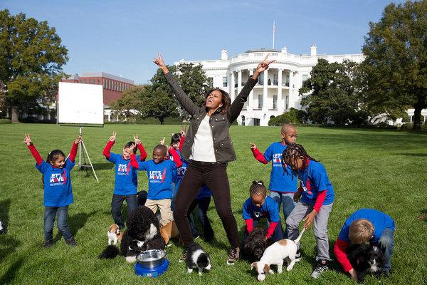 la-et-st-michelle-obama-puppy-bowl-20140129-001